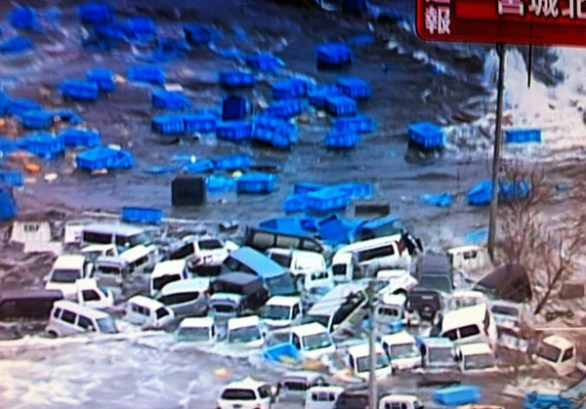 Powerful quake hits Japan 586x409 Breaking news: 8.9 earthquake & tsunami hits Japan! Watch live coverage