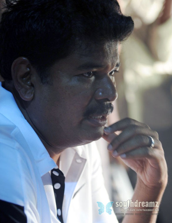 Nanban location shankar Shankar to start I with Vikram!