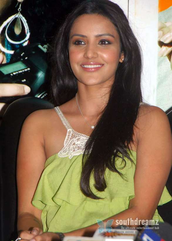 priya anand new stills 43 Kamal Hassan doesnt know Priya Anand