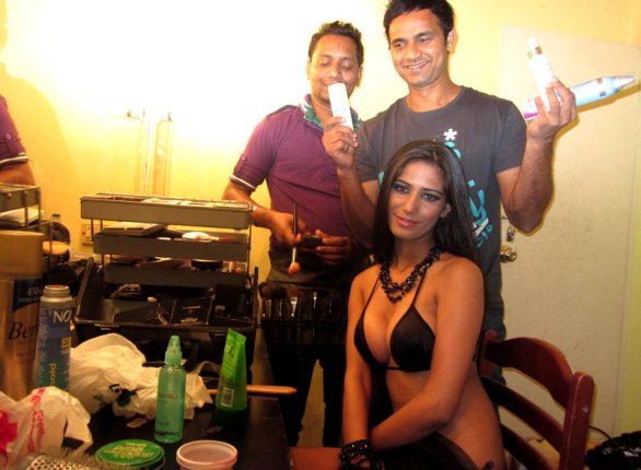 poonam pandey 41 586x430 HOT topless and bikini acts of Bollywood in 2011
