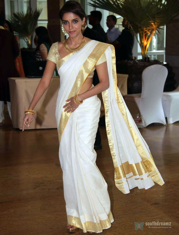 Asin at Genelia Ritesh Wedding Ceremony 2 586x770 Asin is a liar, lashes out director Rohit Shetty