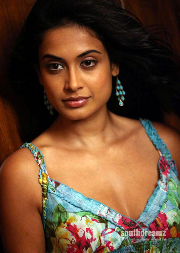 hot hindi actress sarah jane dias hot stills 2 Bodyguard producer signs Sarah Jane for his next