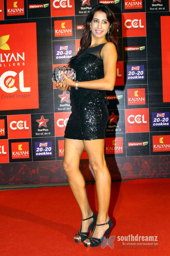 sanjana at Hot Heroines at CCL 3 Curtain Raiser Photos 1566 Celebrity Cricket League Season 3 curtain raiser
