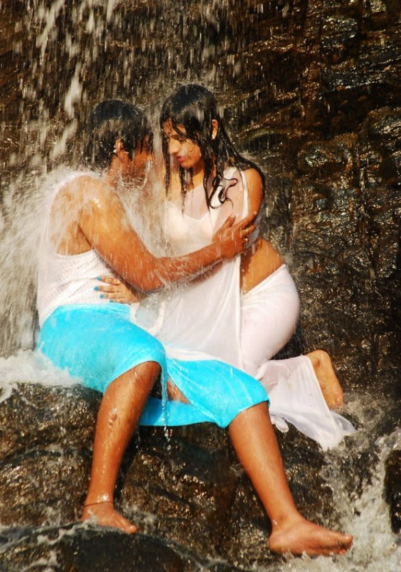 Hari Priya Hot And Wet Photos in Yuvakudu 1574 586x836 Hari priya Hot Wet Song in Yuvakudu