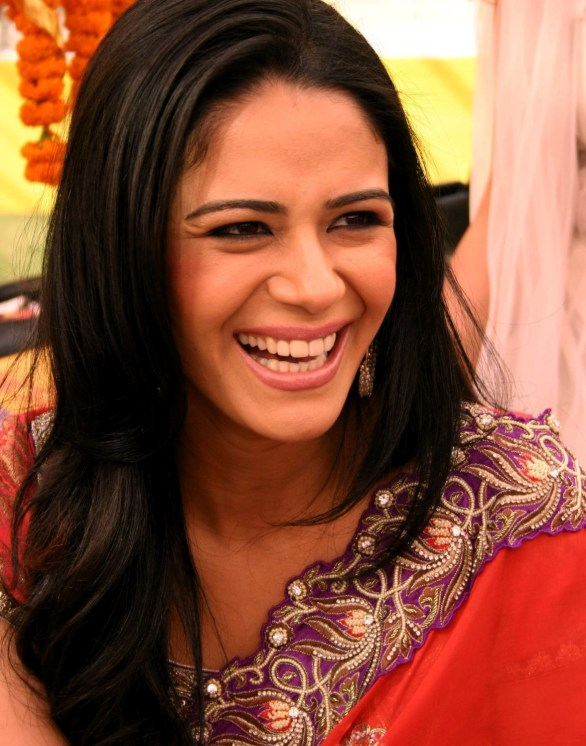 mona singh to host on zee tv 586x746 TV actress in MMS scandal