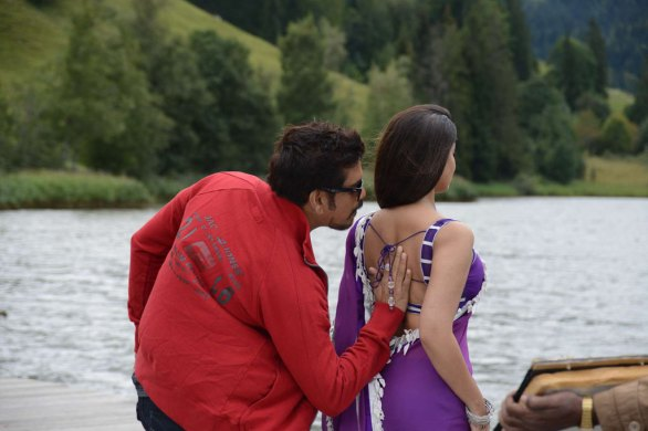 nagarjuna nayantara hot photos in greeku veerudu 9 586x390 Nayanatara Hot photos in Greeku Veerudu