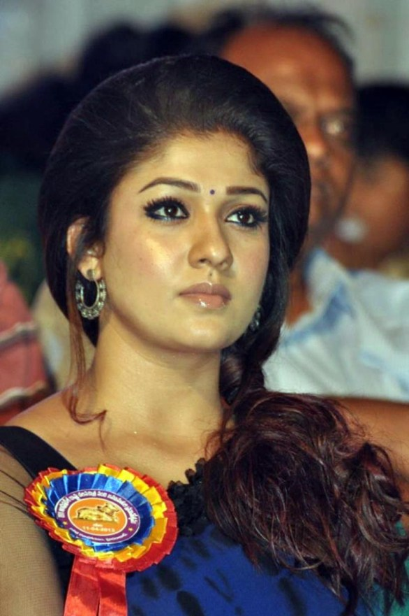 nayanthara stills at nandi awards 2011 function 31 586x881 Nayanatara Hot in Saree