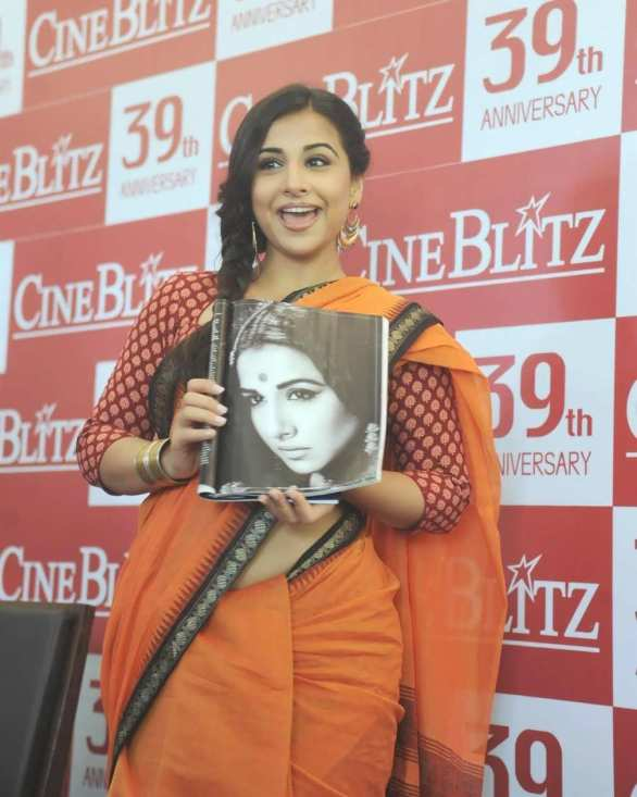 vidya balan launches cineblitz magazine april 2013 10 586x733 Vidya Balan Hot navel Show