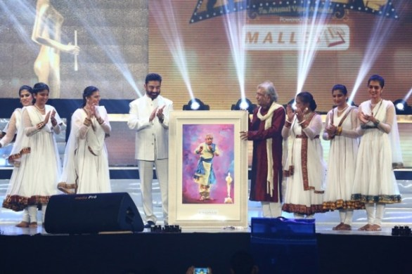 Vijay Awards 2013 Photos Stills 5 S 132 586x390 Vijay Awards 2013   Hits, Misses & Highlights