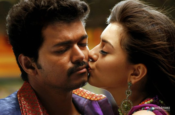 hansika motwani with vijay kissing 586x385 Hansika Motwani on works to pair Vijay again