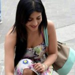 shruti-hassan-latest-hot-photos-at-race-gurram-shooting-spot-4