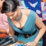 Beautiful-Lady-Sonam-Kapoor-Amazing-Cleavage