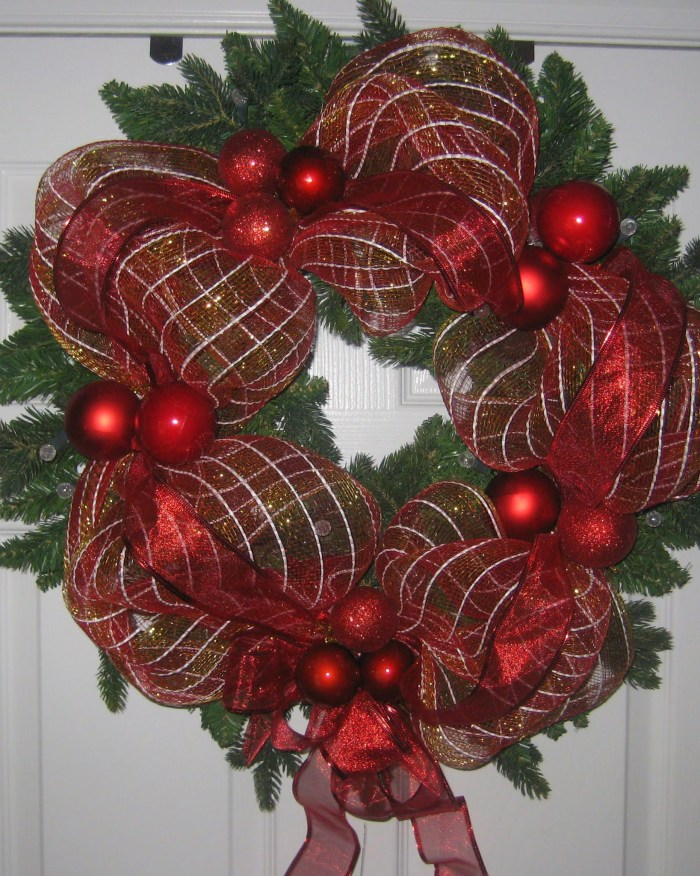 Wire ribbon wrapped wreath project with hot glued ornaments