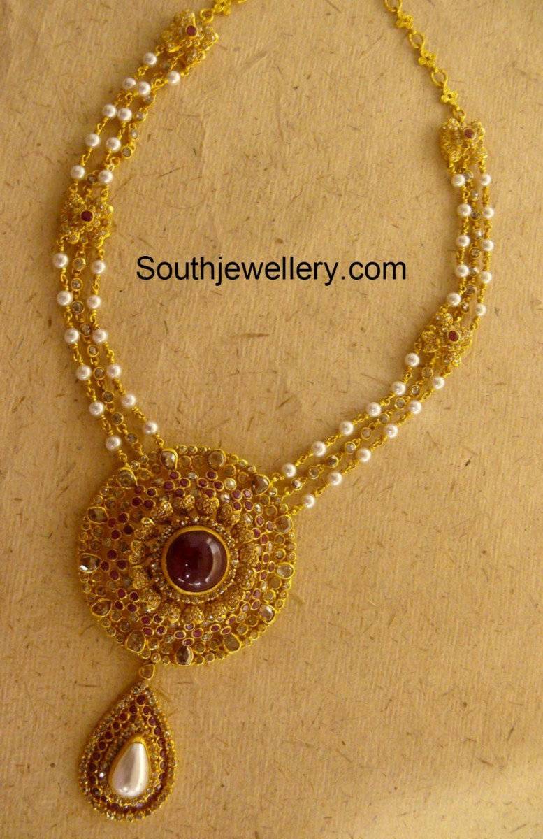 Pearls Necklace with Uncut Pendant