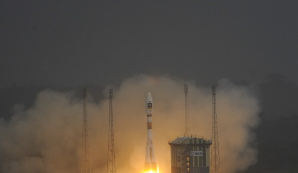 Liftoff of Soyuz VS01 from Kourou (Credits: ESA).