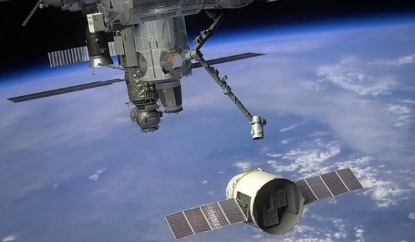 Artist's rendition of the Dragon preparing to dock at the ISS. (Credits: SpaceX/NASA).