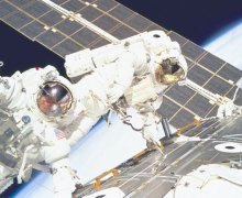 Astronauts Jerry L. Ross and James H. Newman on an EVA in the first ISS assembly mission (Credits: NASA).