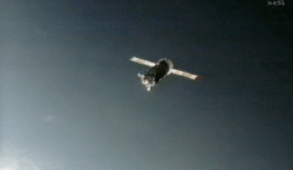 Progress M-15M resuppply vessel approaching ISS (Credtis: NASA).