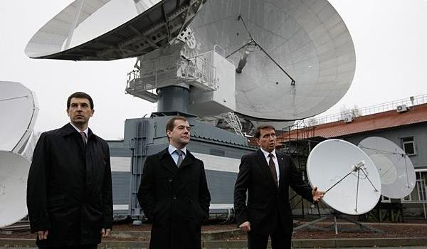 In 2009 Russian President Dmitry Medvedev (center) called for resources to build a nuclear-powered spaceship (Credits: RIA Novosti/AP).