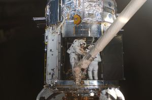 Astronauts Mike Massimino (right) and Michael Good repair the Hubble during STS-125 (Credits: NASA).