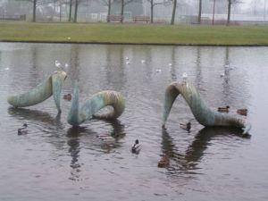 3 maal 2 x 1,5 m, brons, opdracht gemeente Voorburg, park 't Loo