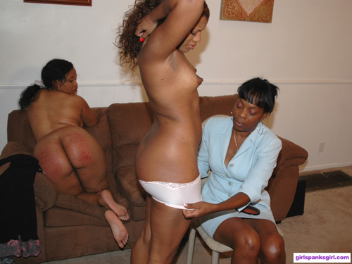 Aunt Lana pulls down Sydnee Capri's panties