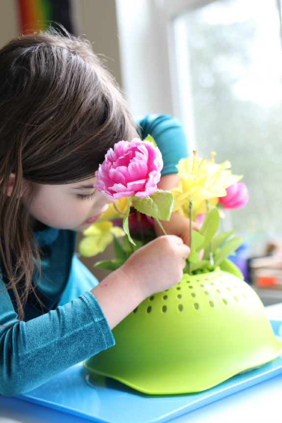 Flower power springtime crafts for kids. Autism-friendly. | speciallearninghouse.com