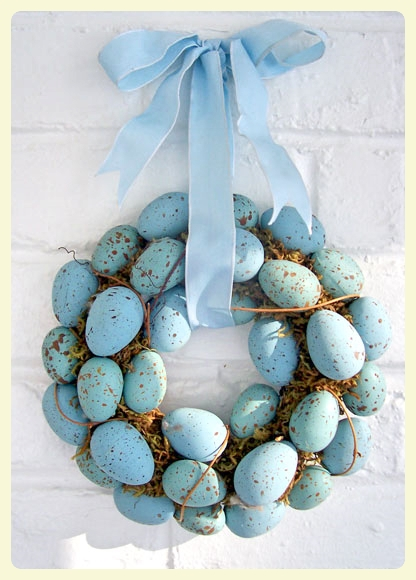 Blue robin's eggs Easter wreath. Featured by LE CHEMIN ABA, learning house for children with autism and other special needs, in Paris, France.