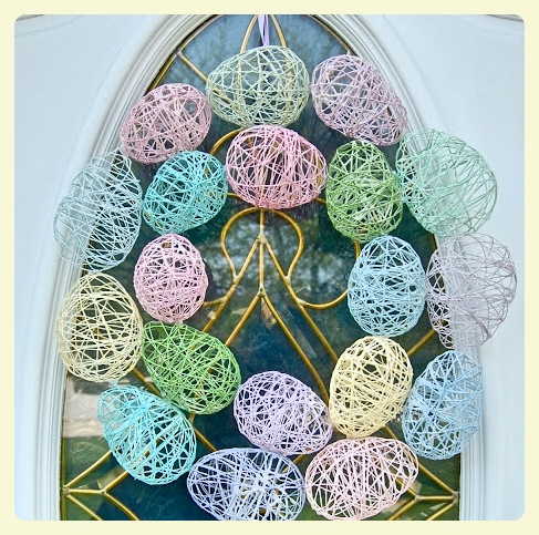 Easter wreath - DIY Easter eggs. Featured by LE CHEMIN ABA, learning house for children with autism and other special needs, in Paris, France.