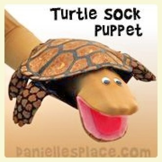 Turtle sock puppet. Featured by Special Learning House. www.speciallearninghouse.com.