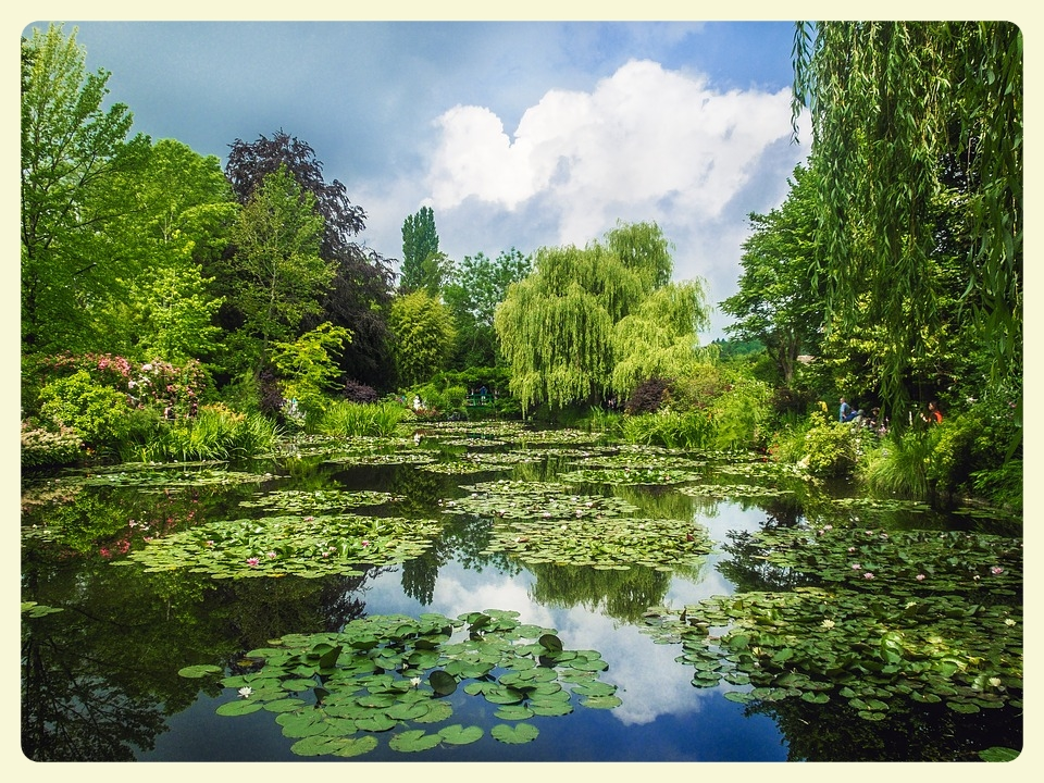 Glistening pond, Monet's house, Giverny & impressionist art projects for kids. Special Learning House. www.speciallearninghouse.com.jpg