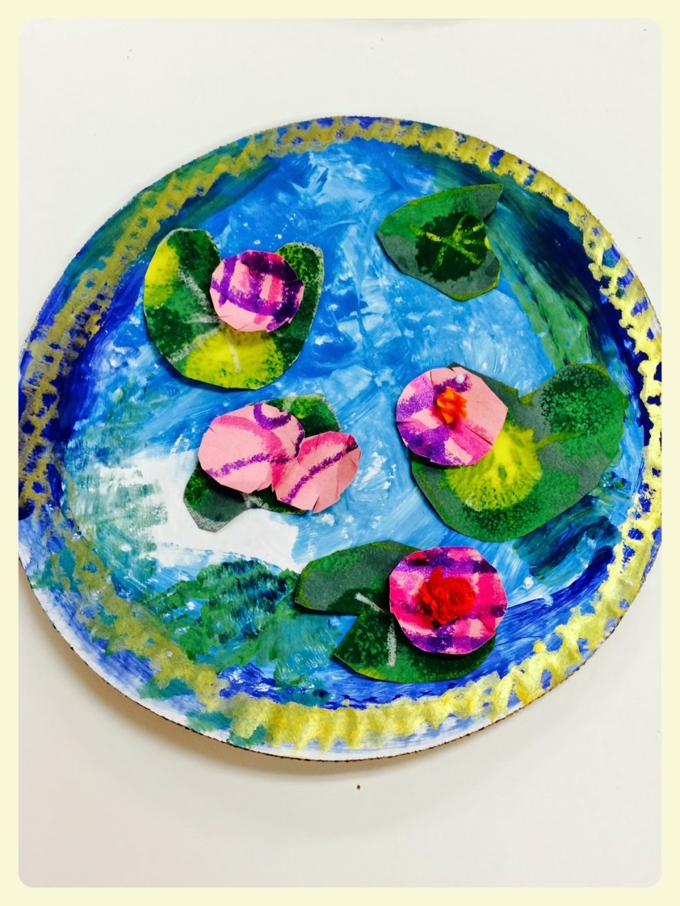 Mini Monet ponds on paper plates. Featured by Special Learning House. www.speciallearninghouse.com.jpg