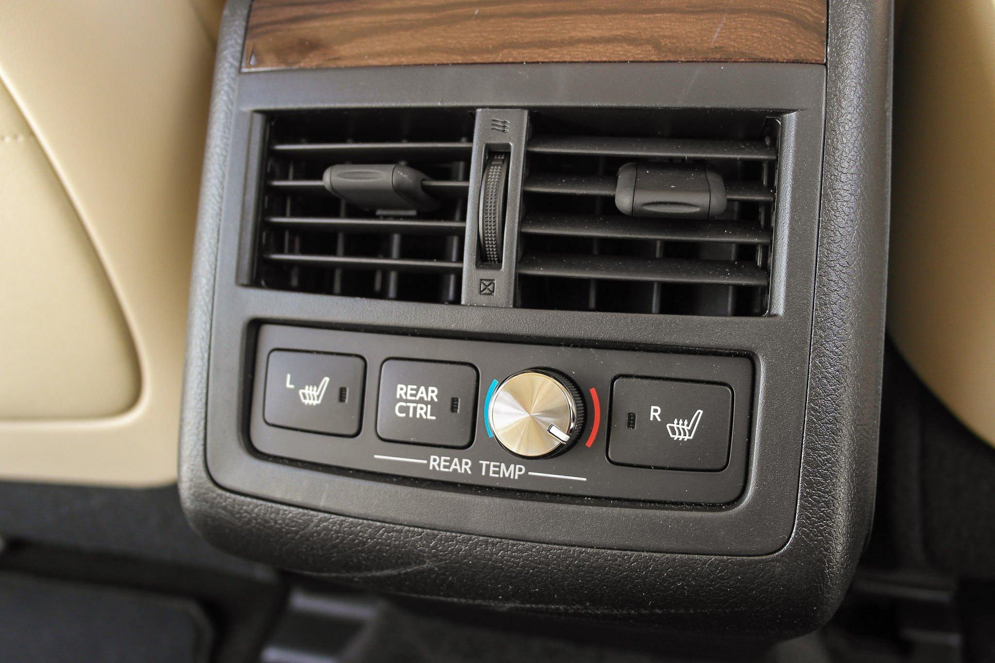 Driven 2015 Toyota Avalon Hybrid Speed Sport Life