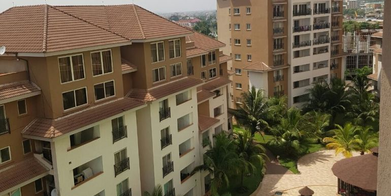 villaggio_primavera_penthouse_to_let_accra_ghana_august_2017_0302973871_afua_taricone_leon_auguste_SPHYNX_airport_residential_area_pool (13)