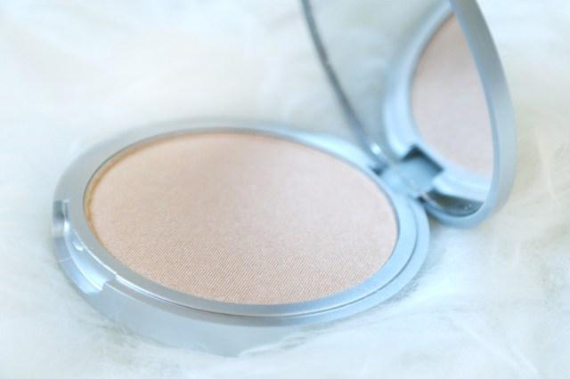 thebalm-cosmetics-loumanize