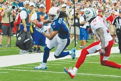 Larry Fitzgerald, Jr. at the Pro Bowl doing what he does best.  Photo by Tak Makita