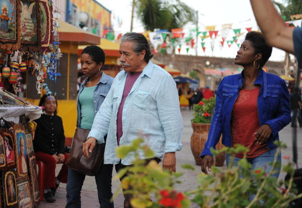 (l-to-r) Bernice (LisaGay Hamilton), Freddy (Edward James Olmos), and Fontayne (Yolonda Ross) navigate the Chinatown section of Tijuana in a scene from John Sayles' GO FOR SISTERS. (Photo by John Castillo)