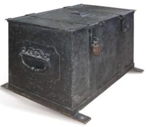 Метална шкриња у којој је Повеља донета из Беча