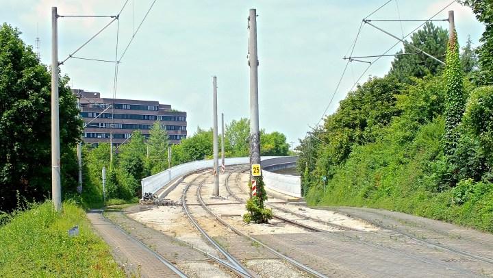Die Berliner Brücke - Die Fahrleitung in Richtung Landwasser wurde demontiert