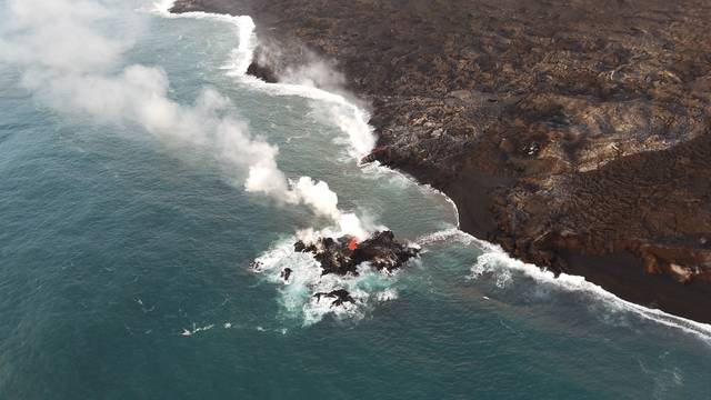 There s a tiny new island of lava off Hawaii island