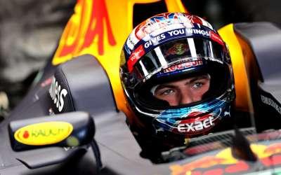 Verstappen vijfde, Hamilton wint in Hongarije en pakt leiding in WK