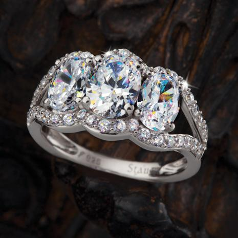 Trifecta Court Diamond Aura Ring