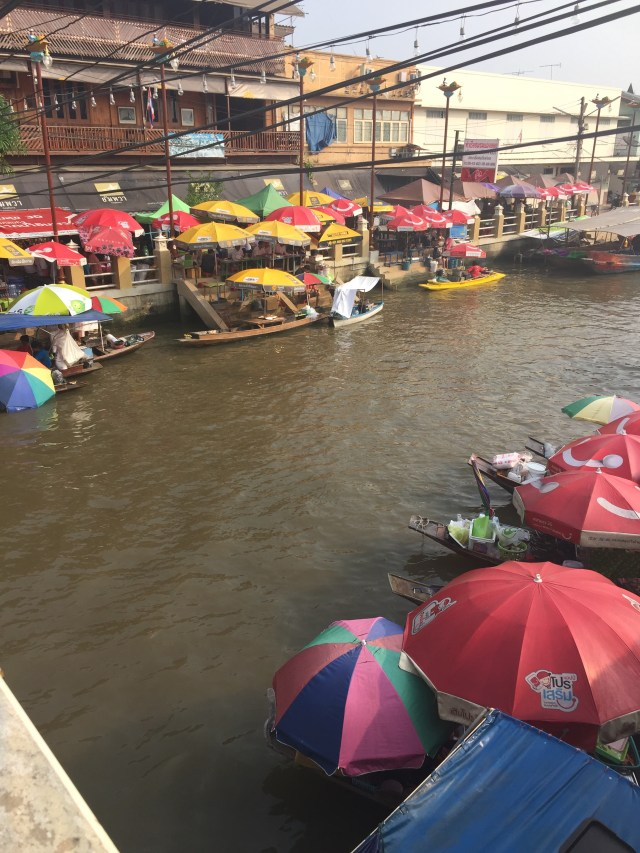 how to get to amphawa floating market