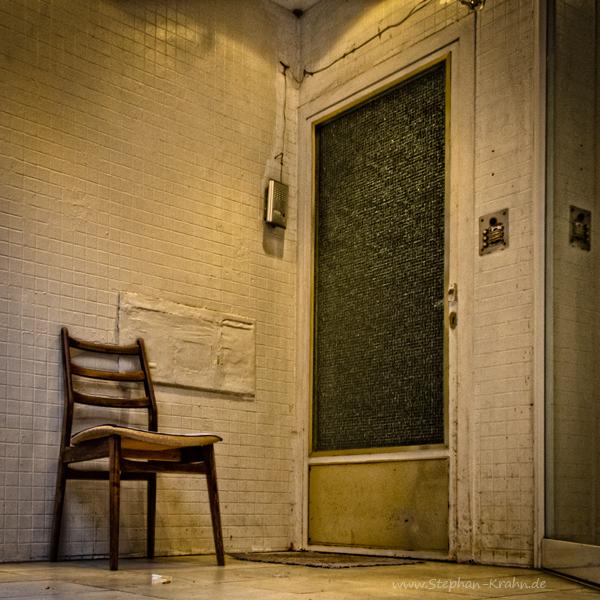 Stuhl im Eingang