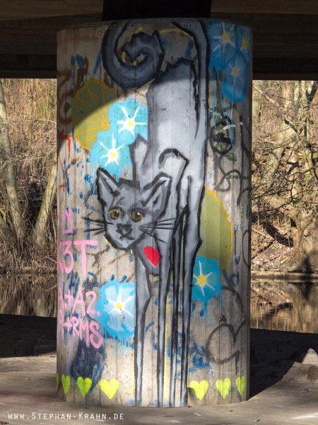 Katze an Säule