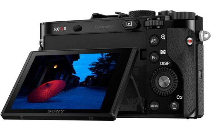 sony-rx-1r-ii-compact-camera-rear-tilt-lcd