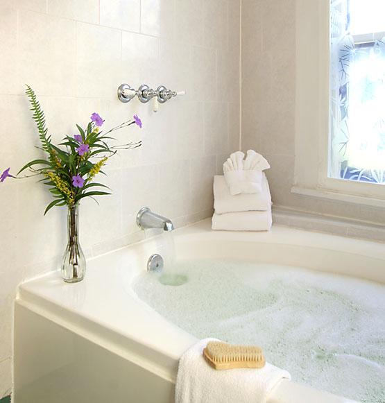 Dummett Room whirlpool tub