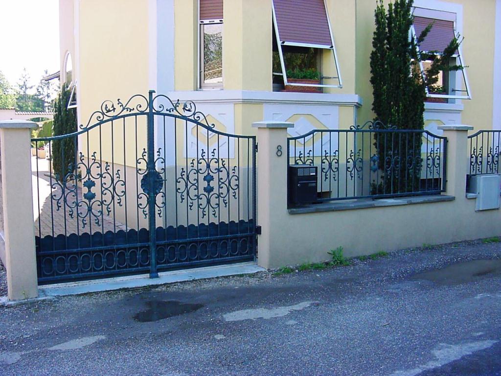 Vous cherchez un fabricant de portail en alsace stonefence for Photos portail fer forge moderne