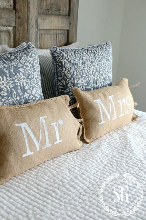 MR AND MRS NO-SEW BURLAP PILLOWS-burlap pillows-stonegableblog.com