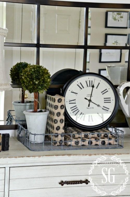CREATING A WELCOMING FOYER-vignette in foyer-stonegableblog.com